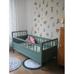 Stoer robuust antiek eenpersoons bed afgelakt in jeans grijs blauw voor meer details en onze - Kleur kinderkamer jongen ...