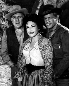 Before there was Trampas, Doug McClure starred as Frank Flippen in the 1 season NBC -TV Western Overland Trail with William Bendix. Frank Flippen rode with stagecoach driver Fred Kelly (Bendix). Also pictured is Lynn Bari. Tv Actors, Actors & Actresses, Woo Girl, Doug Mcclure, James Drury, Tv Westerns, The Virginian, Best Supporting Actor, Old Shows