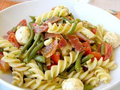 Recipe of Fusilli Salad in the colors of Italy Fusilli, Sandwich Sides, Ways To Eat Healthy, Italian Salad, Cooking Recipes, Healthy Recipes, Summer Salads, Pasta Salad, Italian Recipes