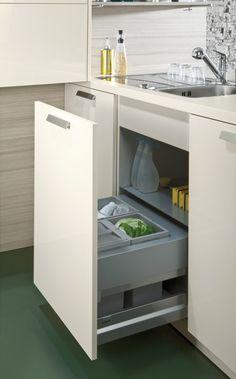 Wildhagen | Strakke hoogglansen lades met moderne keukeninrichting. www.wildhagen.nl #designkeuken