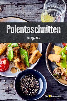 Hast du Appetit auf gebratene Maisgrießschnitten mit gedünsteten Soja-Filetstücken, knackigem Gemüse und weiteren raffinierten Zutaten? Dann teste doch einmal unser Rezept für vegane Polentaschnitten! #edeka #polenta #vegan #herzhaft #rezept Polenta Vegan, Tofu, Souffle Dish, Roast, Cooking, Polenta Recipes, Vegane Rezepte