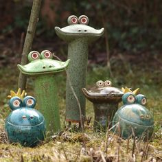 Garden ceramics I love frogs! Pottery Animals, Ceramic Animals, Clay Animals, Ceramics Projects, Clay Projects, Clay Crafts, Slab Pottery, Pottery Art, Pottery Painting