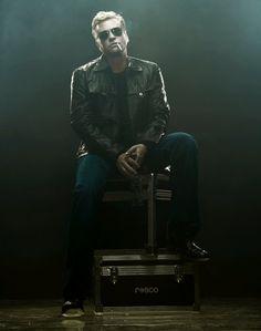 Damn, this man is fine:) Fi  Val Kilmer