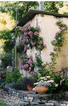 Garden cottage Garden Paths, Garden Landscaping, Balcony Gardening, Garden Sheds, Garden Tips, Amazing Gardens, Beautiful Gardens, Interior Balcony, Flower Bed Designs
