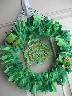 St Patricks Day Wreath turned out ok, but needed a bigger frame, the bigger the frame the better this will look