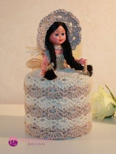 Solveig Dorulldukke. (PDF-hekleoppskrift) - Hekleguri Design Dolly Varden, Toilet Roll Holder, Elsa, Snow White, Pdf, Disney Princess, Retro, Disney Characters, Crochet