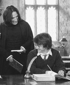 Alan Rickman as Professor Severus Snape and Daniel Radcliffe as Harry Potter in the Harry Potter movies -- it looks as if someone flubbed his lines and they're having a great laugh over it. Harry James Potter, Photo Harry Potter, Theme Harry Potter, Mundo Harry Potter, Harry Potter Pictures, Harry Potter Universal, Harry Potter Characters, Harry Potter World, Harry Potter Severus Snape