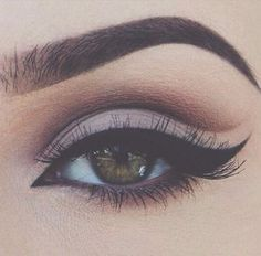 Winged Allure - Cut Crease Eyeshadow Techniques That Are All Kinds of Chic - Photos Eyeshadow Techniques, Eyeshadow Tips, Eye Makeup Tips, Makeup Goals, Beauty Makeup, Eyeshadow Palette, Eyeshadow Makeup, Crazy Eyeshadow, Eye Makeup Tutorials
