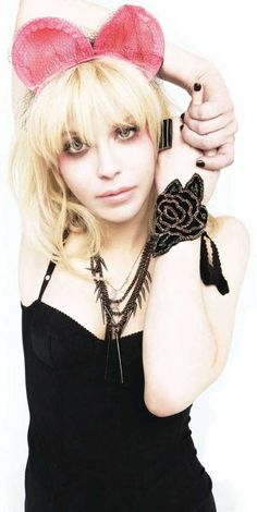 Courtney Love, love this look...whole thing from top to bottom