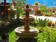 so pretty...birdbath, for the little ones on top and the bigger ones on the bottom...
