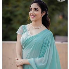 Never underestimate a silver hue! Swetha ( redefining silk saree style with this gorgeous drape from and… Fancy Blouse Designs, Saree Blouse Designs, Latest Saree Blouse, Modern Saree, Saree Photoshoot, Photoshoot Images, Saree Trends, Saree Look, Red Saree