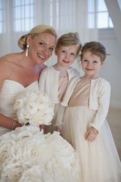 In love with these flower girl dresses!! Photography by snapri.com