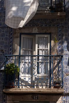 Lisbon architecture - buildings covered with azulejo (tiles) , Portugal Sintra Portugal, Braga Portugal, Spain And Portugal, Great Places, Beautiful Places, Places To Visit, Porches, Foto Transfer, Portuguese Tiles