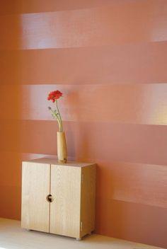 Wandgestaltung mit Farbe: abwechselnd matt und glänzend - dürfte auch mit anderen Farben sehr gut aussehen!