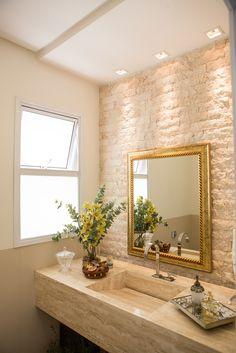 Small Bathroom With Shower, Modern Bathroom, Lavabo Exterior, Table Decor Living Room, Tropical Bedrooms, Bathroom Design Luxury, Toilet Design, Bathroom Organisation, Dream Decor
