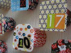 Diy calendrier de l'avent avec des pots de yaourt et du jolies papiers, advent calendar