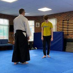 Aikido Techniques, Fight Techniques, Martial Arts Techniques, Self Defense Techniques, Aikido Martial Arts, Kung Fu Martial Arts, Martial Arts Workout, Martial Arts Training, Self Defense Moves