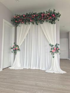 Wedding Stage Backdrop, Wedding Backdrop Design, Desi Wedding Decor, Wedding Stage Decorations, Wedding Wall, Diy Backdrop, Backdrop Decorations, Backdrops, Engagement Decorations
