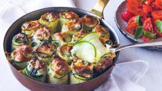 Squashruller fylt med spinat og ricotta Tapas, Scampi, Frisk, Ratatouille, Ricotta, Cottage Cheese, Vegan Vegetarian, Quiche, Zucchini
