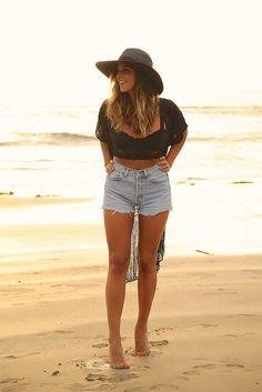 trendy_taste-look-outfit-street_style-ootd-blog-blogger-fashion_spain-moda_españa-sunset-verano-kimono-summer-levi's-denim_shorts-short...
