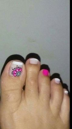 Pedicure dos Pretty Toe Nails, Cute Toe Nails, Fancy Nails, Bling Nails, My Nails, Feet Nail Design, Toe Nail Designs, Pedicure Nail Art, Toe Nail Art