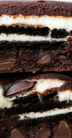 These cookies & cream brownies are Oreo brownie paradise! With Oreo frosting and smooth chocolate ganache, they're every bit as rich as they sound. Best Dessert Recipes, Sweet Desserts, Delicious Desserts, Yummy Food, Baking Desserts, Bar Recipes, Tasty, Homemade Brownies, Best Brownies