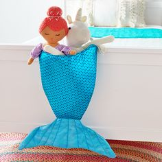 Love Mermaids? This Mermaid Tail bin has loops for hanging and is a super cute in a girl's room to hold toys or smaller items. #mermaid #mermaidtail #sewing #kidsdecor #sewforkids #coatsandclark