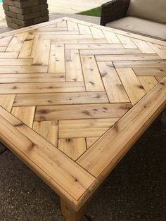 Simple Wood Furniture Projects - Standards For Fast Advice Of DIY Woodworking - Mental Man Cave Wood Crafts Furniture, Rustic Outdoor Furniture, Wooden Pallet Furniture, Woodworking Furniture, Wooden Pallets, Wooden Diy, Furniture Projects, Antique Furniture, Modern Furniture