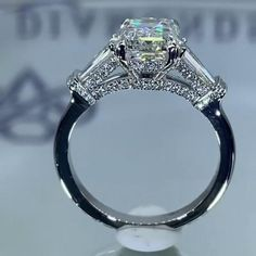 Emerald Stone Rings, Unique Diamond Rings, Diamond Jewelry, Jewelry Rings, Jewelery, Beautiful Engagement Rings, Engagement Ring Cuts, Vintage Engagement Rings, Beautiful Rings