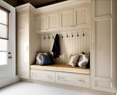 35 Finest Small Mudroom Entryway Storage Design Ideas - Page 15 of 45 Mudroom Cabinets, Mudroom Laundry Room, Locker Designs, Closet Designs, Bedroom Closet Design, Interior Design Living Room, Armoire Entree, Dispositions Chambre, Basement Remodel Diy