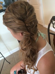 Curly side ponytail for a beach wedding #beautybyalexis #beachwedding