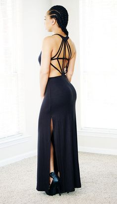 Ready for a long and sexy for the summer? Then you need this beautiful maxi dress, featuring a backless design. Runs true to size. Model is wearing a medium.