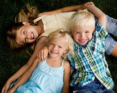 3 kids grass--picture posing idea