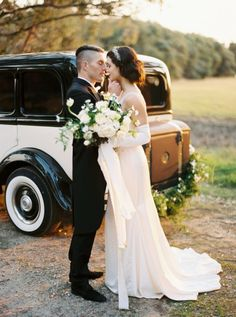 http://chicvintagebrides.com/art-deco-wedding-theme-downton-abbey/