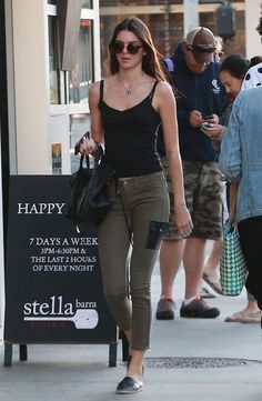 8 Celebs Who Have Perfected the Street Style Fashion - Glam Bistro