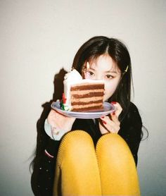 Look Magazine, Soo Jin, Cube Entertainment, Soyeon, Photoshoot Inspiration, Photoshoot Themes, Extended Play, Minnie, Baking Ingredients