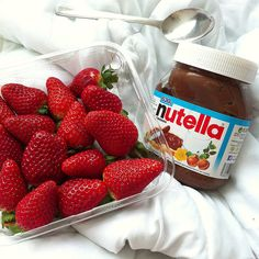 Nutella x strawberries