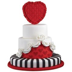 Queen of Hearts Cake ❤ liked on Polyvore featuring food, cakes, alice in wonderland, hearts and food & drink