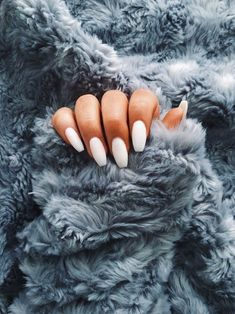 Semi-permanent varnish, false nails, patches: which manicure to choose? - My Nails Cute Acrylic Nails, Acrylic Nail Designs, Fun Nails, White Nail Designs, Nagel Gel, Nails Inspiration, Beauty Nails, Hair Beauty, How To Do Nails