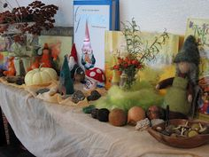 Autumn Nature Table at Syrendell.  Sign up for our free monthly e-newsletter at www.syrendell.blogspot.com.