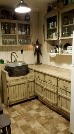 Inspiring Rustic Farmhouse Kitchen Cabinets Remodel Ideas is part of Kitchen cabinet remodel You are standing in your comfy rustic kitchen admiring the hot glow that just dated wood cabinets and - Rustic Kitchen Sinks, Rustic Kitchen Design, Farmhouse Kitchen Cabinets, Farmhouse Style Kitchen, Diy Kitchen, Vintage Kitchen, Rustic Farmhouse, Kitchen Decor, Farmhouse Ideas