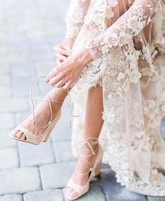 "Wedding Sparrow (@weddingsparrow) på Instagram: ""Shoe game strong - LOVE these @calvinklein beauties Image by @lmartinwedding, venue…"""