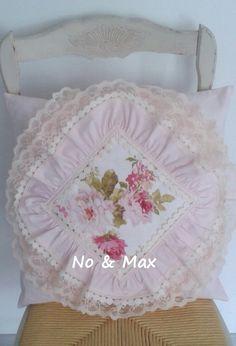 Housse de coussin shabby chic fleuri rose poudré : Textiles et tapis par noemax