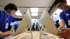 US technology giant Apple has said it has stopped selling its products in Russia online due to volitality in the value of the rouble