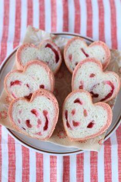 ピンクのハート型パン by kaiko   cotta