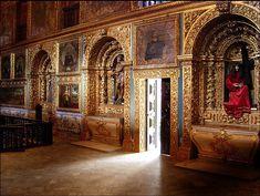 Talha dourada em estilo nacional português na Capela Dourada no Recife (inícios do séc XVIII).