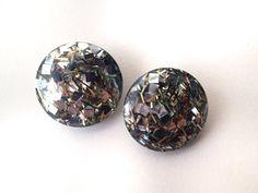 Vintage 1960's silver & gold confetti lucite earrings. Retro jewelry.
