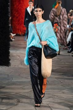 Loewe | Ready-to-Wear - Spring 2019 | Look 38 Chunky Knitwear, Loewe, Fashion Show, Fashion Trends, Lace Skirt, Ready To Wear, Runway, Spring Summer, Couture