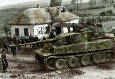 Tiger 1 nr. 211 operating near Kursk in 1943, is a welcome sight to this group of soldiers