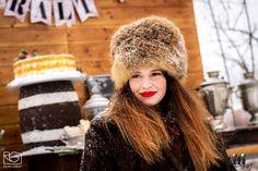 A  kinti melegedő, szintén lehet fotóhelyszín! Modell: Pölös  Viktória Gila, Winter Hats, Wedding, Fashion, Valentines Day Weddings, Moda, Fashion Styles, Weddings, Fashion Illustrations